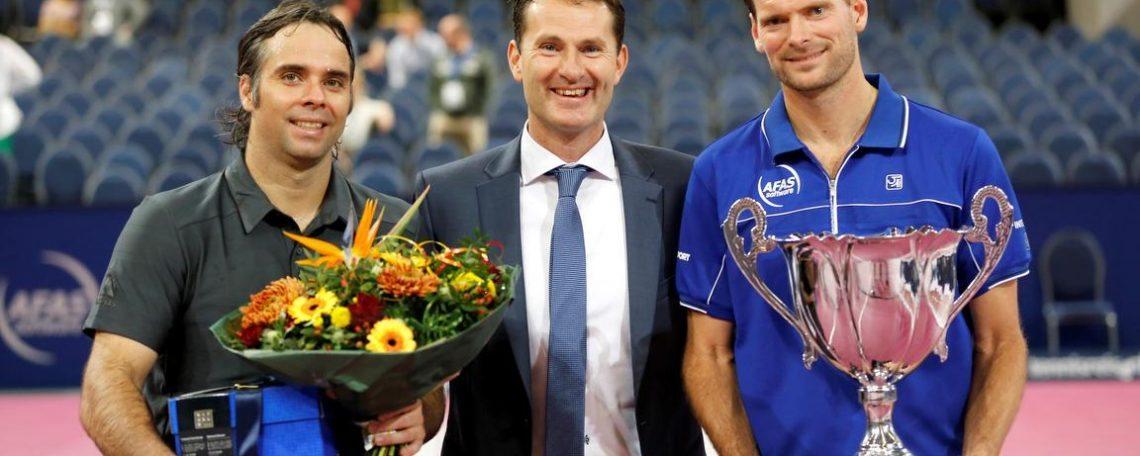 Jacco Eltingh en de andere tennistoppers geven regelmatig lezingen